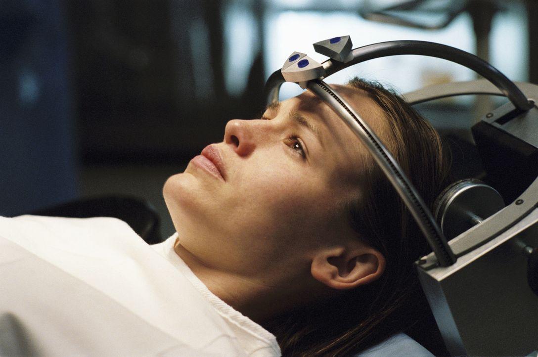Blick in die Vergangenheit: Sydney (Jennifer Garner) wird einer Gehirnwäsche unterzogen ... - Bildquelle: Touchstone Television