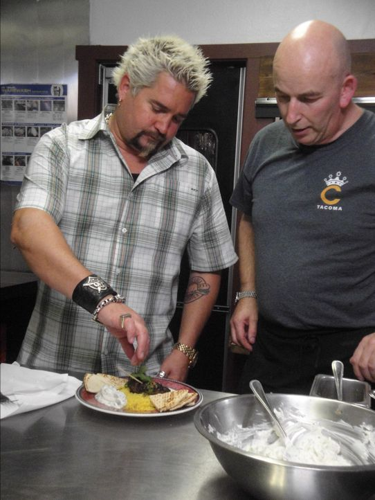 Guy Fieri (l.) - Bildquelle: 2012, Television Food Network, G.P.  All Rights Reserved.