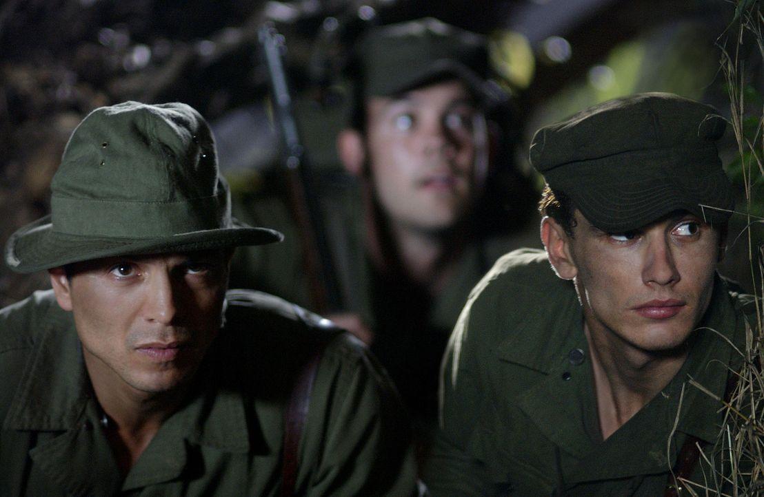 Eine waghalsige Rettungsaktion: Colonel Mucci (Benjamin Bratt, l.) und seine Männer wie Captain Prince (James Franco, r.) versuchen, ihre Kollegen z... - Bildquelle: Buena Vista International
