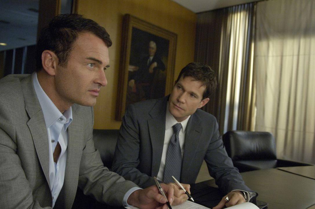 Wagen den Schritt aus der totalen Selbstständigkeit: Sean (Dylan Walsh, r.) und Christian (Julian McMahon, l.). Ein Fehler? - Bildquelle: TM and   2004 Warner Bros. Entertainment Inc. All Rights Reserved.