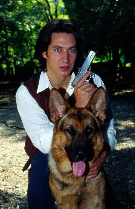 Kommissar Ritchie Moser (Tobias Moretti) und sein vierbeiniger Kollege Rex. - Bildquelle: Ali Schafler Sat.1