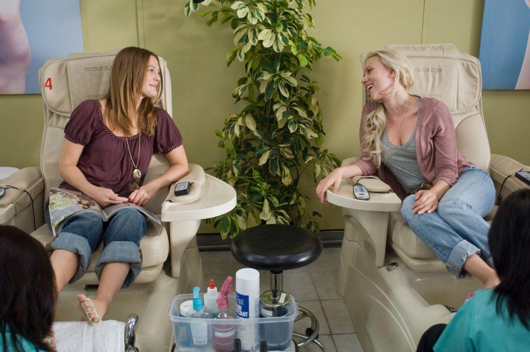 Werden sie Mr. Right finden? Anna (Scarlett Johansson, l.) und Mary (Drew Barrymore, r.) ... - Bildquelle: Warner Brother