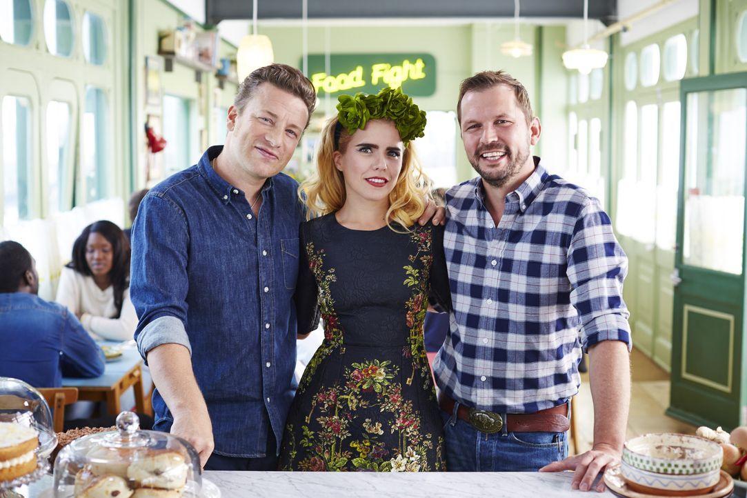 Diese Woche haben Jamie (l.) und Jimmy (r.) die hübsche Schauspielerin Paloma Faith (M.) zu Besuch ...