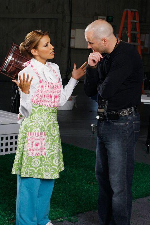 Gabrielle (Eva Longoria, l.) beschließt, nach New York zu fliegen und wieder als Model zu arbeiten. Ihre alte Agentin vermittelt sie auch tatsächlic... - Bildquelle: 2005 Touchstone Television  All Rights Reserved
