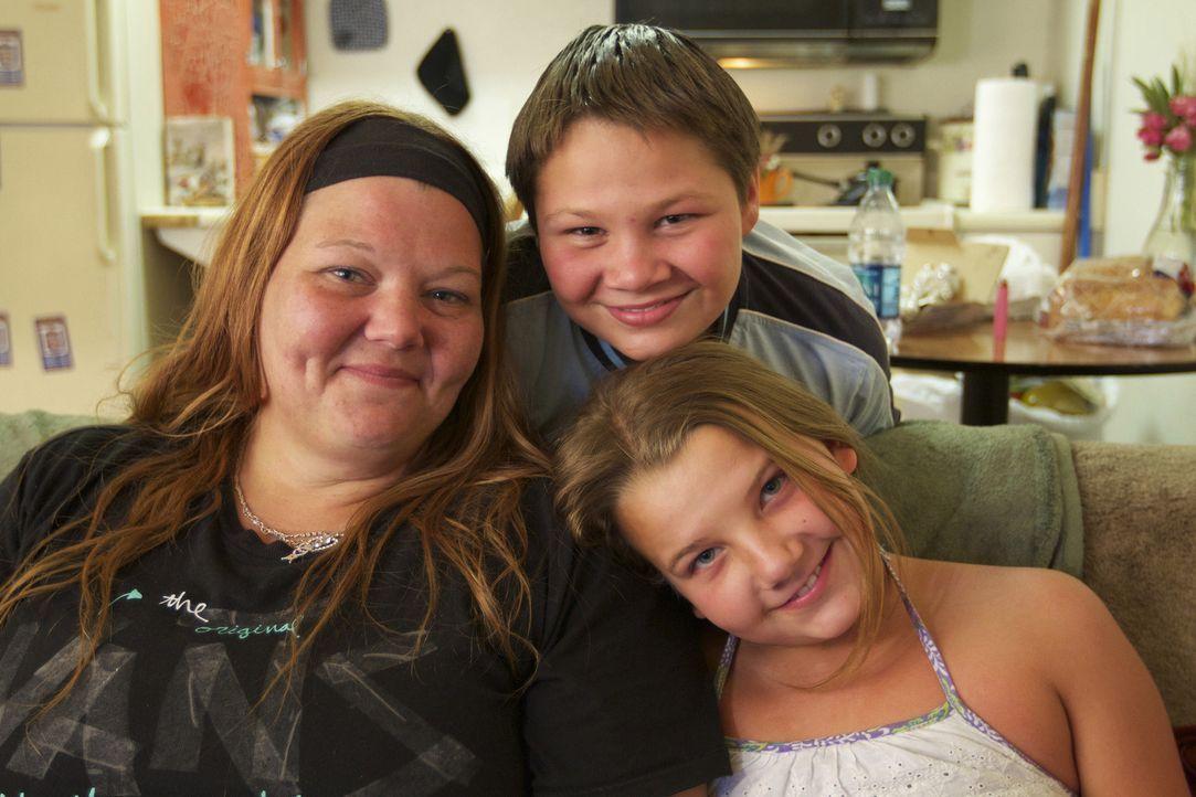Jennifer Lewis und ihre Kinder sind sich sicher, dass ihr Mann/Vater freigesprochen wird und bald wieder zu ihnen zurückkehren kann ... - Bildquelle: James Peterson National Geographic Channels