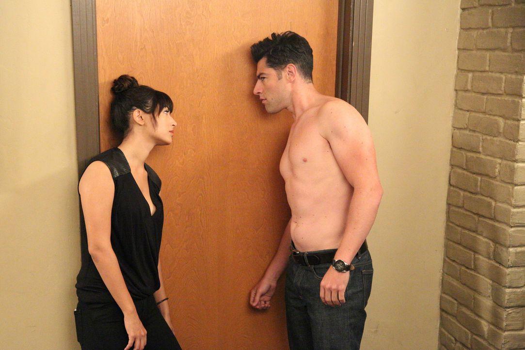 Fassen eine Plan, um Jess zu helfen: Cece (Hannah Simone, l.) und Schmidt (Max Greenfield, r.) ... - Bildquelle: 2014 Twentieth Century Fox Film Corporation. All rights reserved.