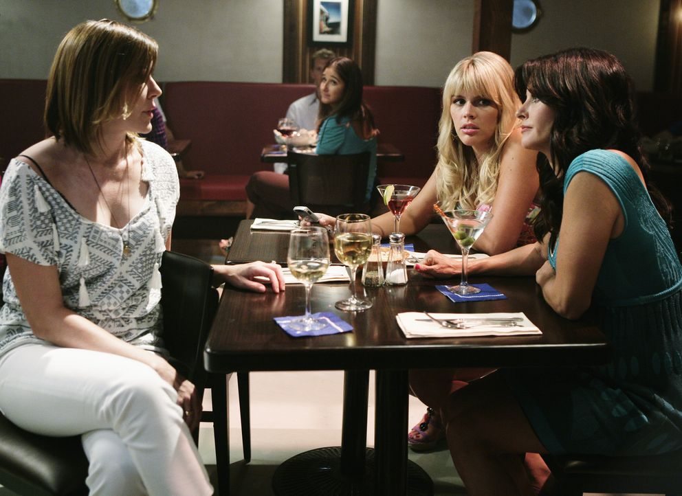 Als Bobby, Ellie und Andy sich bei einem gemeinsamen morgendlichen Kaffeetrinken gegenseitig mit Geschichten aus ihrer wilden Jugend übertrumpfen,... - Bildquelle: 2009 ABC INC.