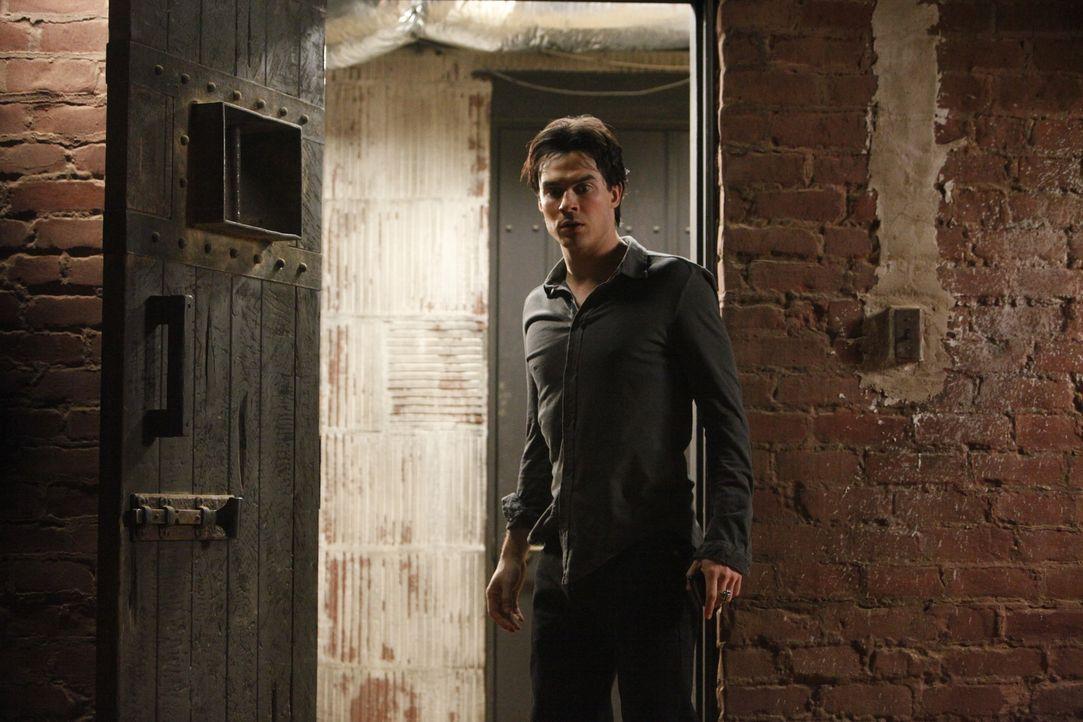 Entsetzt muss Damon (Ian Somerhalder) feststellen, dass sein Plan, den Urvampir Elijah  zu töten, nicht aufgegangen ist... - Bildquelle: Warner Brothers