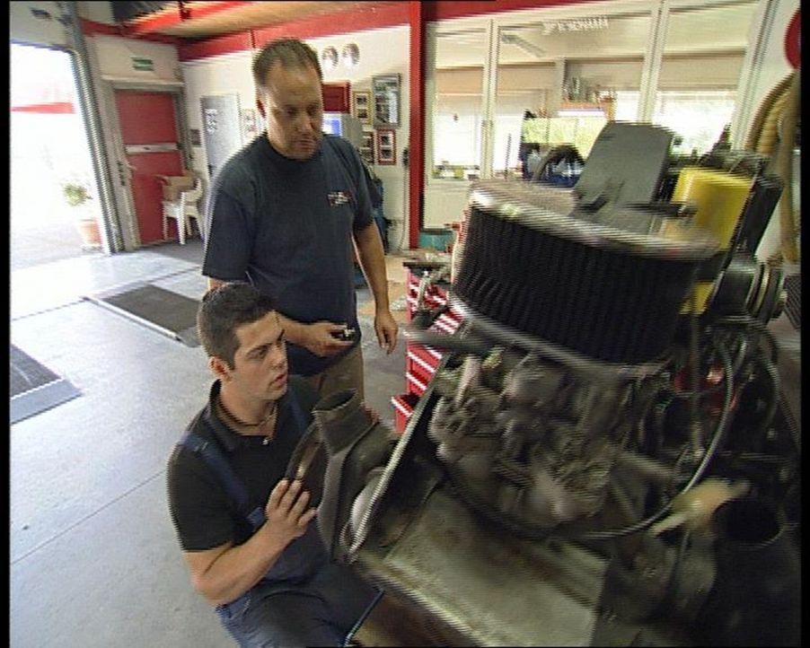 In ihrem Leben dreht sich alles um eine bestimmte Automarke - Porsche. Seit 35 Jahren motzen Vater und Sohn Knappe die Sportgeräte auf, restauriere... - Bildquelle: SAT.1