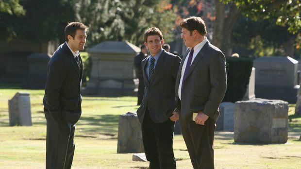Eddie Latekka (Geoff Stults, l.), Nick Garrett (Bryan Greenberg, M.) und Owen...