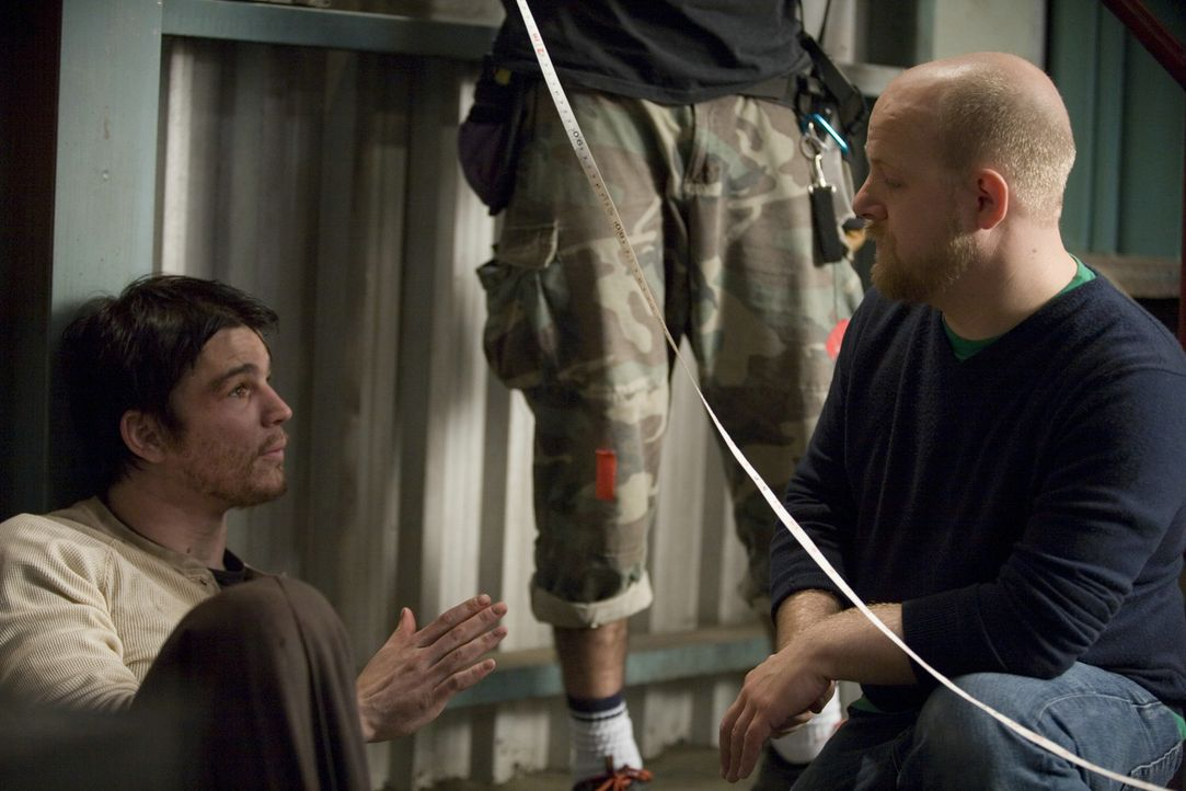 Regisseur David Slade, r. und sein Hauptdarsteller Josh Hartnett, l. - Bildquelle: 2007 Columbia Pictures Industries, Inc. All Rights Reserved.