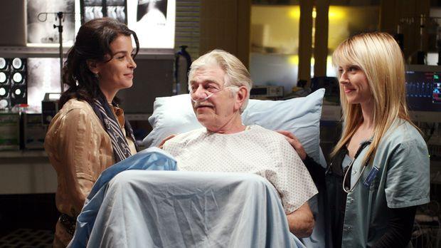 Mr. Gover (Seymour Cassel, M.), ein älterer Patient wird in Begleitung der ju...
