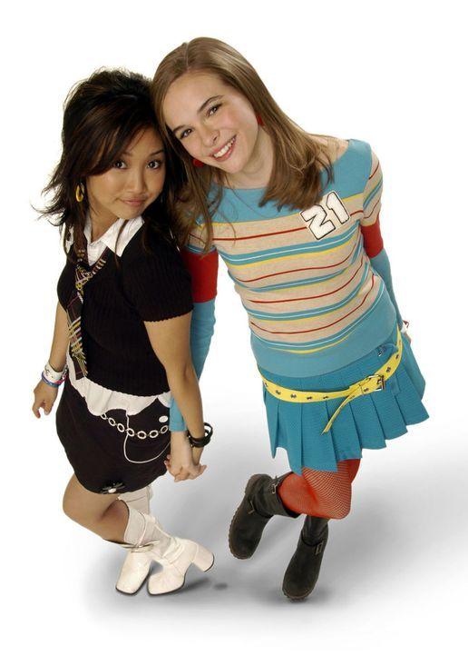 Eines Tages erhalten Brittany (Danielle Panabaker, r.) und Natasha (Brenda Song, l.) die einmalige Chance, ihrem Schwarm Jordan Cahill nahe zu komme... - Bildquelle: The Disney Channel