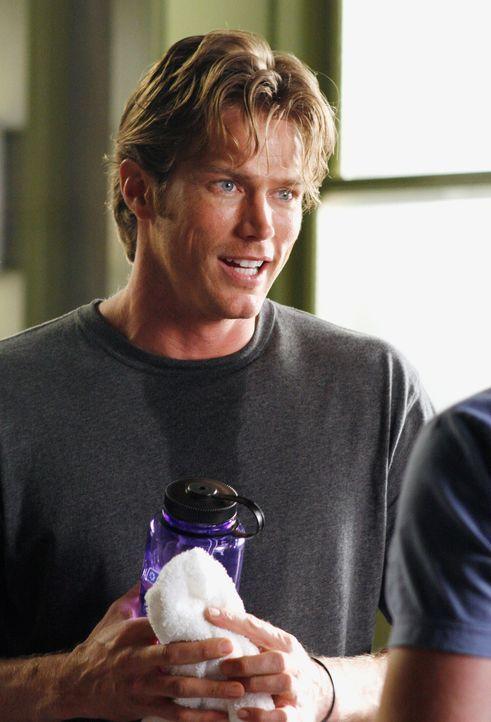 Obwohl Chad Barry (Jason Lewis) eine Freundin hat, verbringt er eine Nacht mit Kevin ... - Bildquelle: Disney - ABC International Television