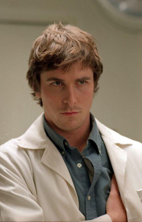 Als Sam (Christian Bale) seine neue Stelle im Krankenhaus antritt, lernt er bereits am ersten Tag eine sehr attraktive Kollegin kennen. Wird diese s... - Bildquelle: Sony Pictures Television International. All Rights Reserved.