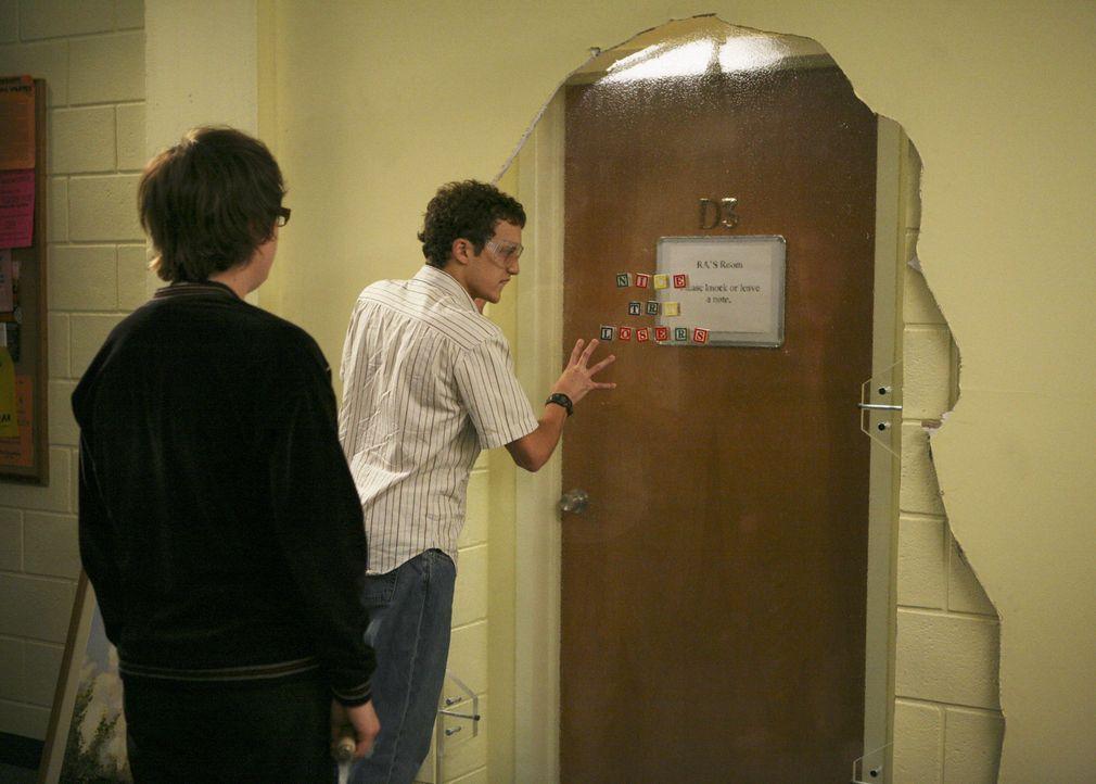 """Alljährlich verbarrikadieren sich die Examensstudenten und die Frischlinge müssen bei ihnen einbrechen - die """"Senior Festungen"""" finden statt: Dale (... - Bildquelle: 2008 ABC Family"""