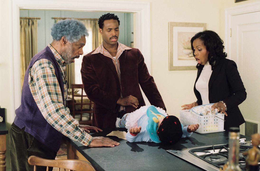 Schon bald muss Darryl (Shawn Wayans, M.) feststellen, dass Vater werden nicht sehr schwer ist, aber Vater sein, besonders beim Windelwechsel, gar n... - Bildquelle: Sony Pictures Television International. All Rights Reserved.