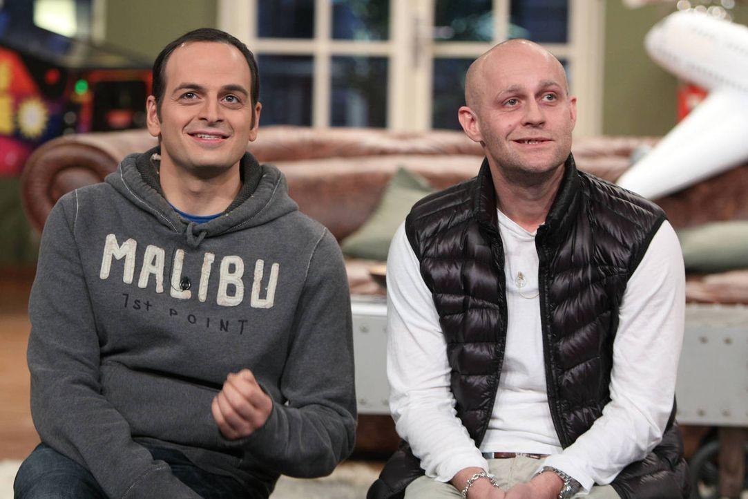 Hoffen, dass Maddin seinen Traum Pilot zu werden, nicht durchzieht: Kaya (l.) und Jürgen (r.) ... - Bildquelle: Frank Hempel SAT.1