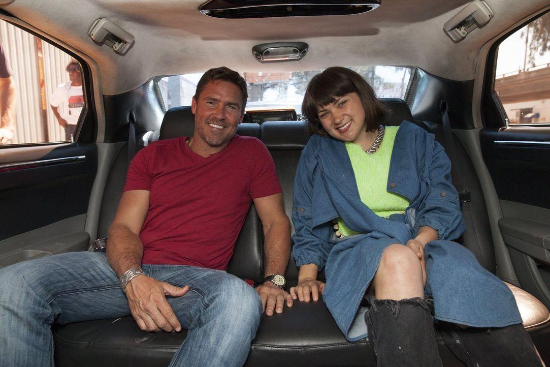 Die beiden Finalisten Tim (l.) und Katie (r.) geben noch mal alles und kreieren wahre Meisterstücke ... - Bildquelle: 2015 Warner Bros.