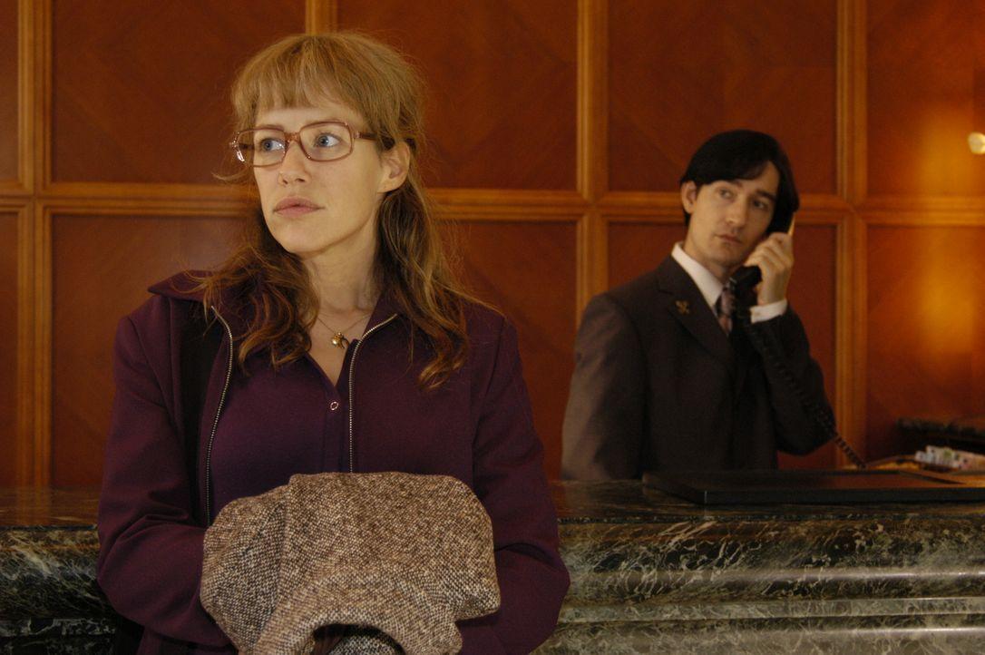 Lisa (Alexandra Neldel, l.) ist überzeugt davon, dass David einer Intrige zum Opfer fiel. Entschlossen begibt sie sich auf die Suche nach Alexandra... - Bildquelle: Noreen Flynn Sat.1