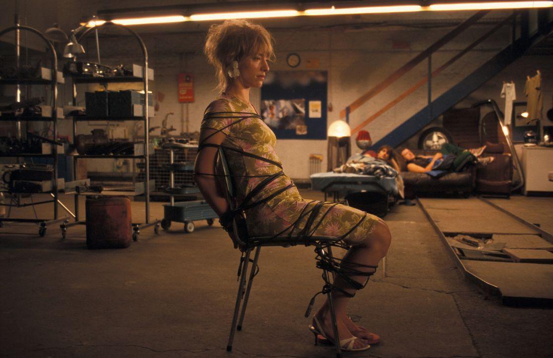 Eines Tages findet sich die Anwältin Kerstin (Sandra Borgmann) in den Händen chaotischer Hip-Hop-Musikern wieder ... - Bildquelle: ProSieben