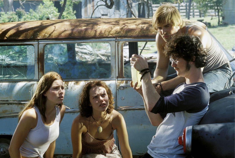Die Freunde (v.l.n.r.) Erin (Jessica Biel), Pepper (Erica Leerhsen), Andy (Mike Vogel) und Morgan (Jonathan Tucker) sind auf dem Weg zu einem Konzer... - Bildquelle: Constantin Film