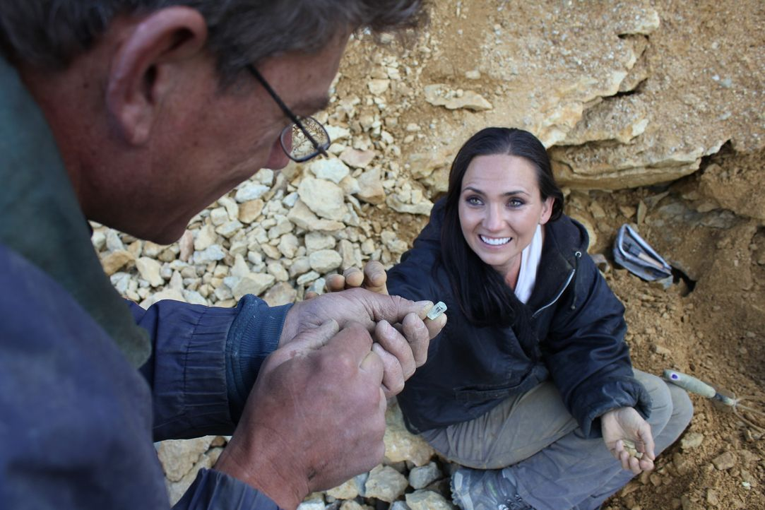 In Colorado suchen Travis Anderson (l.) und Amanda Adkins (r.) ausgerechnet an einer der gefährlichsten Stellen des Mount Antero ... - Bildquelle: High Noon Entertainment 2014