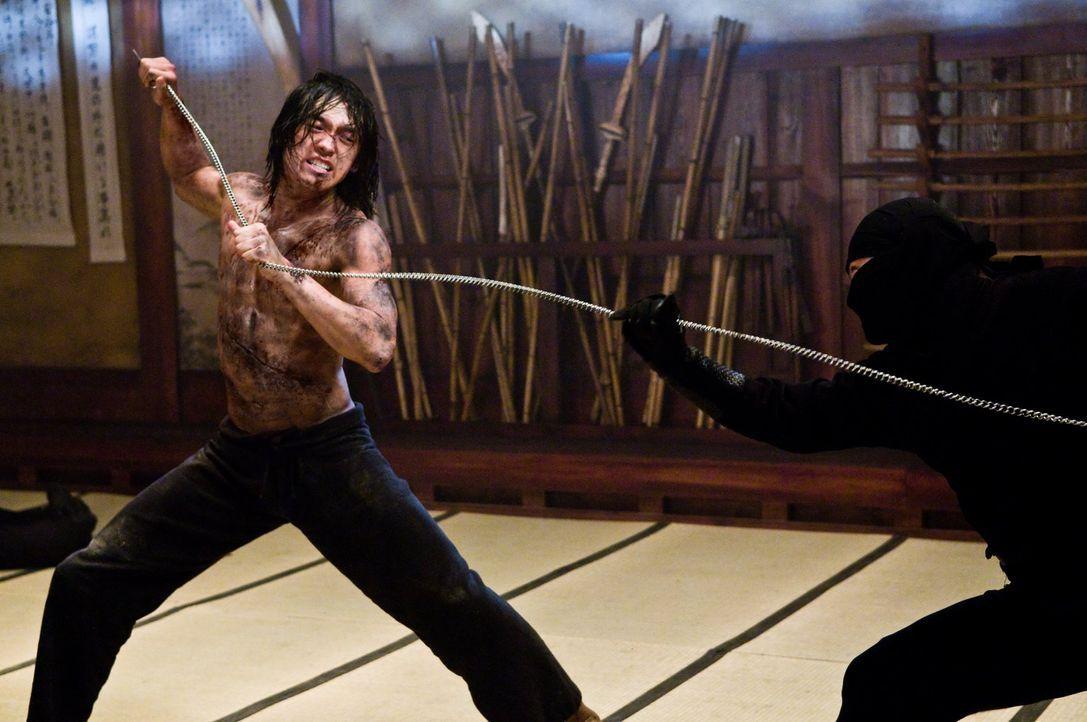 Zwischen Raizo (Rain) und Takeshi entbrennt ein Kampf auf Leben und Tod ... - Bildquelle: 2009 Warner Brothers