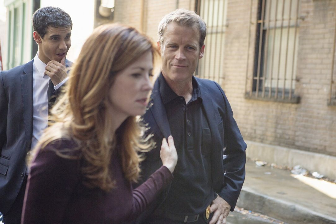 Als Megan (Dana Delany, M.) in den Dienst zurückkehrt, wird sie von einem Mann aus ihrer Vergangenheit überrascht. Tommy Sullivan (Mark Valley, r.),... - Bildquelle: 2013 American Broadcasting Companies, Inc. All rights reserved.