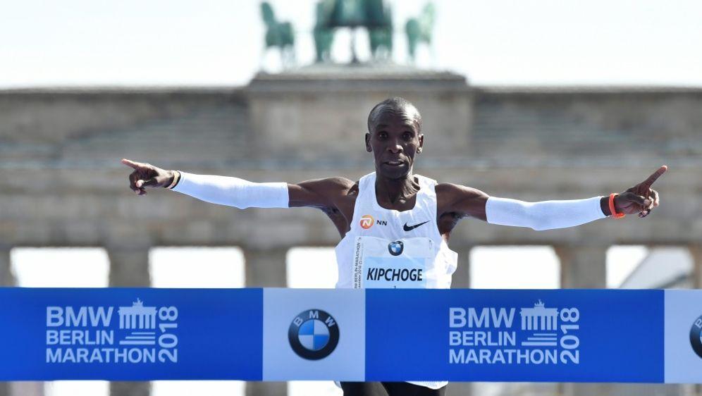 Marathon: Kenianer Kipchoge stellt Weltrekord auf - Bildquelle: AFPSIDJohn MACDOUGALL