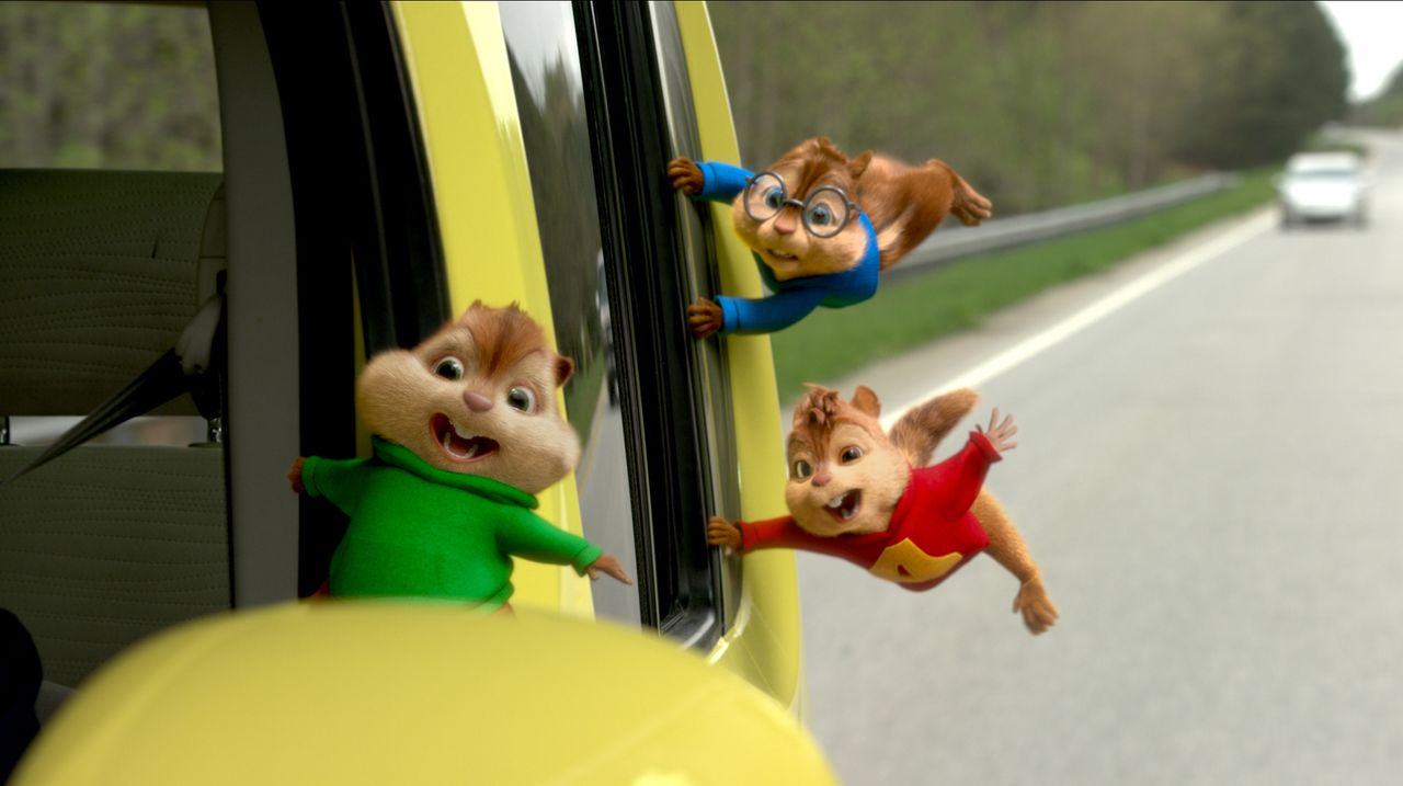 Alvin (r.) und seine beiden Freunde Theodore (l.) und Simon (2.v.r.) scheuen kein noch so riskantes Abenteuer auf ihrem Weg nach Miami, um die Verlo... - Bildquelle: 2015 Twentieth Century Fox Film Corporation.  All rights reserved.  Alvin and the Chipmunks, the Chipettes and Characters TM &   2015 Bagdasarian Pr
