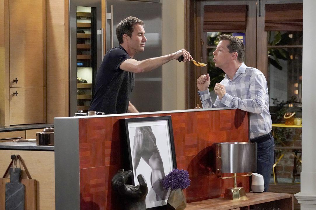 Will (Eric McCormack, l.) und Jack (Sean Hayes, r.) versuchen, sich mit jüngeren Männern zu verabreden, doch das erweist sich als komplizierter als... - Bildquelle: Chris Haston 2017 NBCUniversal Media, LLC