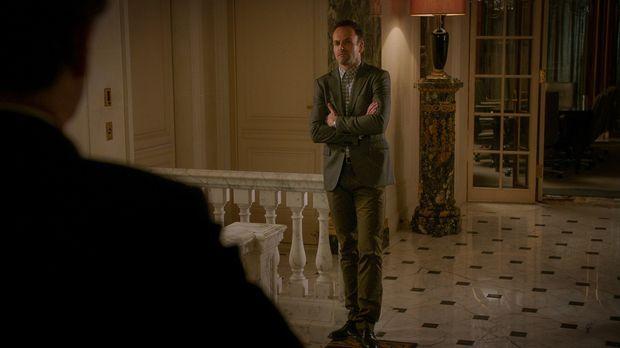 Endlich hatte Holmes (Jonny Lee Miller) sich durchgerungen, Frieden mit seine...