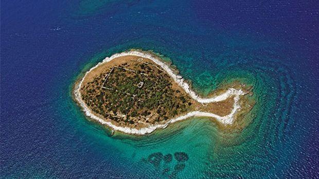 Gaz, eine Insel der Brijuni in Kroatien, aus der Vogelperspektive - hat eine...