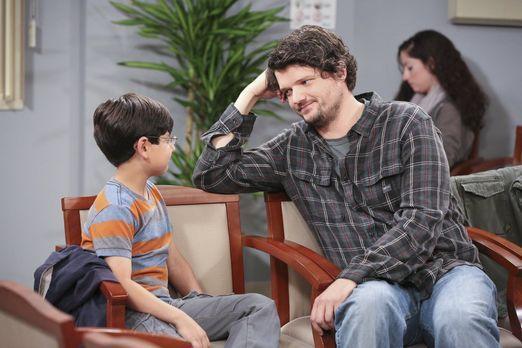 Mom - Gespräche unter Männern: Während die ganze Familie in der Klinik darauf...