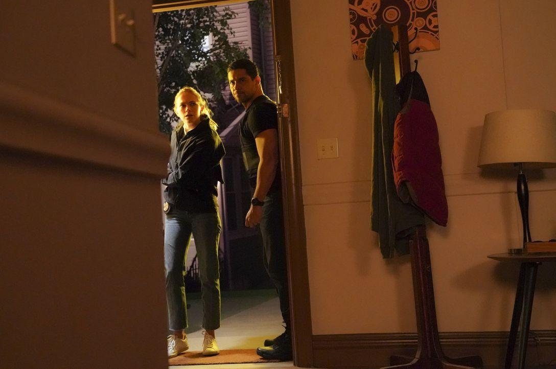 Ellie Bishop (Emily Wickersham, l.); Nick Torres (Wilmer Valderrama, r.) - Bildquelle: Monty Brinton 2018 CBS Broadcasting, Inc. All Rights Reserved/Monty Brinton