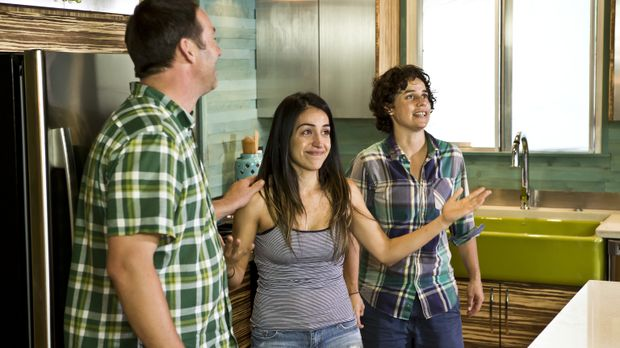Jennifer Hernandez (M.) und Amy Williams (r.) können kaum glauben, was Profih...