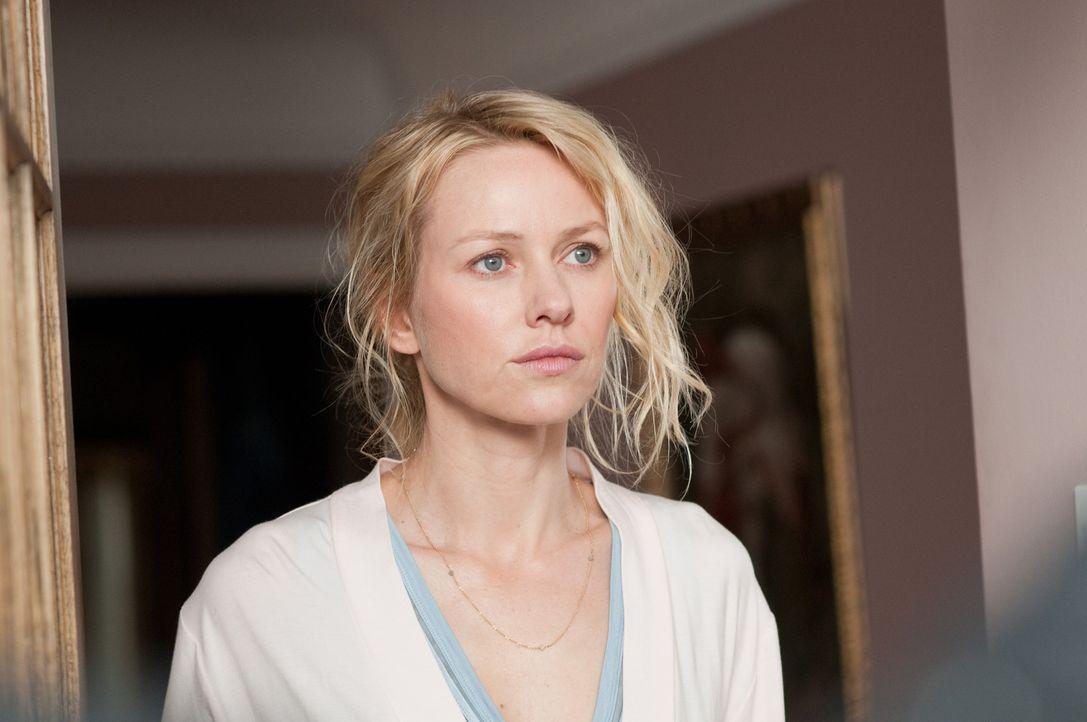 Die unscheinbare Ann Patterson (Naomi Watts) scheint mehr über die schrecklichen Geschehnisse von vor fünf Jahren zu wissen, als sie zugibt ... - Bildquelle: 2011 Universal Studios