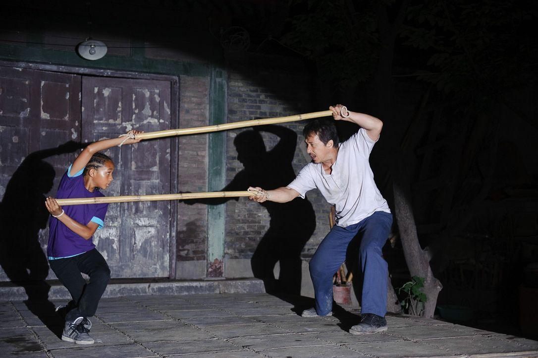 Gegen die in Kung Fu ausgebildeten chinesischen Kinder hat Dre (Jaden Smith, l.) mit seinen rudimentären Karate-Kenntnissen keine Chance. Da erklä... - Bildquelle: 2010 CPT Holdings, Inc. All Rights Reserved.