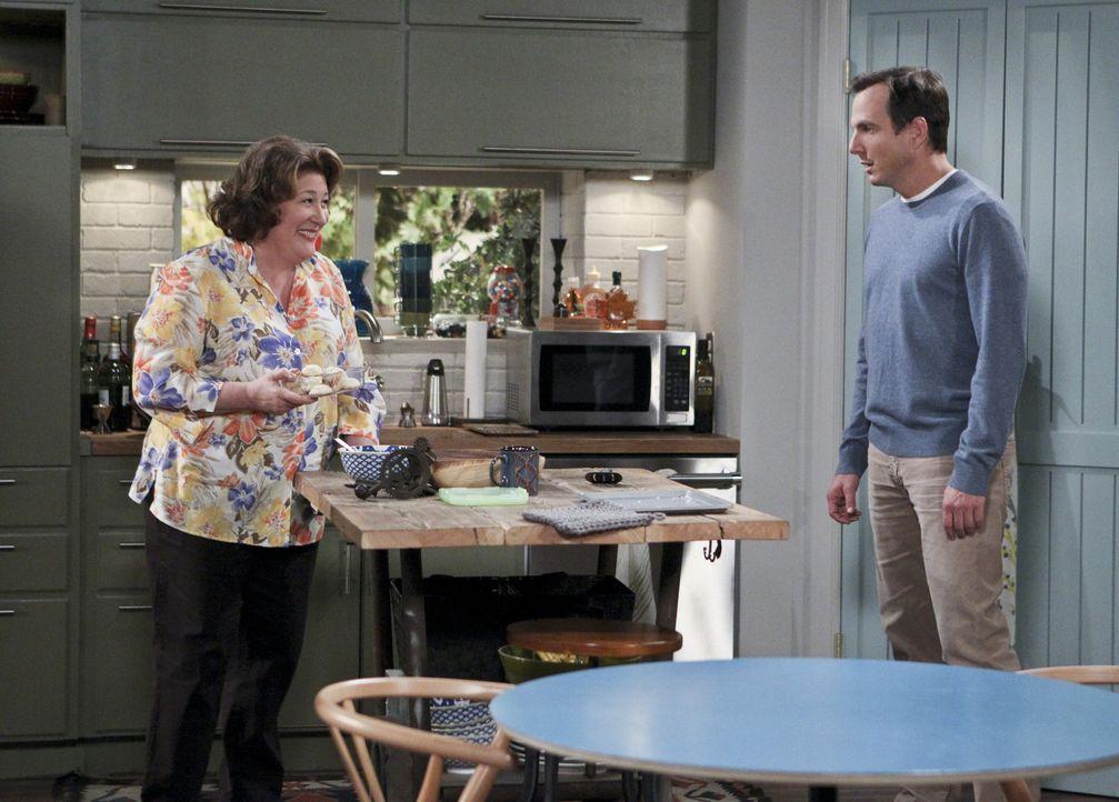 Nathan (Will Arnett, r.) nervt es, Carol (Margo Martindale, l.) jedes Wochenende herumzufahren, damit sie ihre Besorgungen machen kann. Eine andere... - Bildquelle: 2013 CBS Broadcasting, Inc. All Rights Reserved.