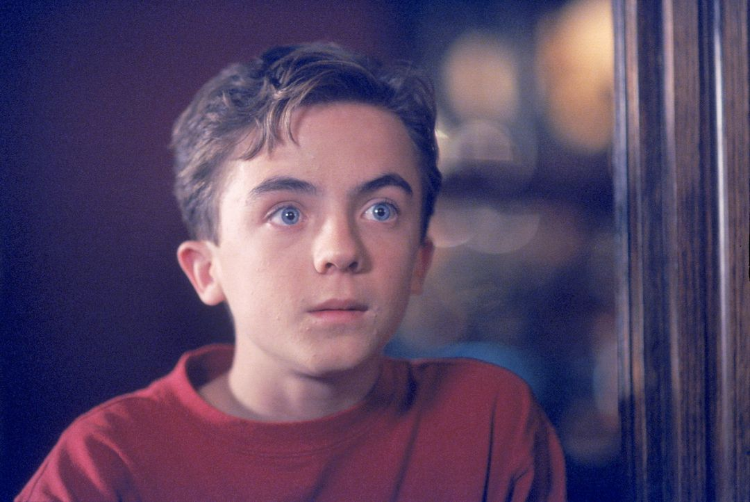 Malcolm (Frankie Muniz) verfolgt gebannt das Geschehen im Casino ... - Bildquelle: TM +   2000 Twentieth Century Fox Film Corporation. All Rights Reserved.