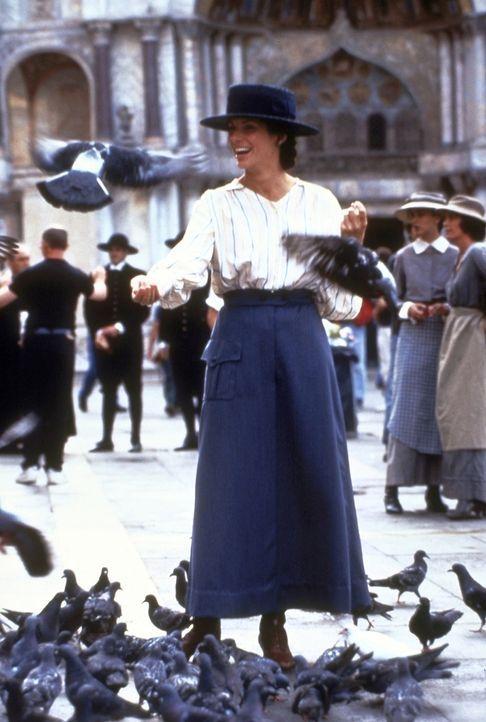 Erholung von der Krankenpflege: Agnes von Kurowsky (Sandra Bullock) ... - Bildquelle: Warner Bros.