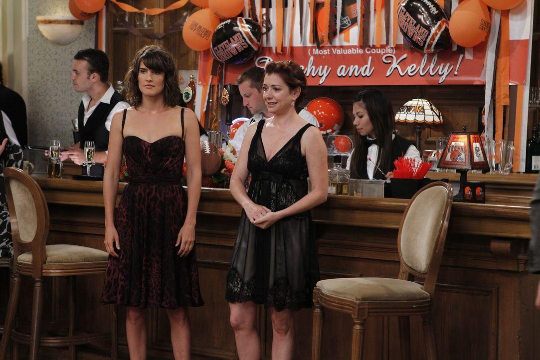 Rückblick auf die schlimmste Hochzeit, auf der sie je waren: Robin (Cobie Smulders, l.) und Lily (Alyson Hannigan, r.) ... - Bildquelle: 20th Century Fox International Television