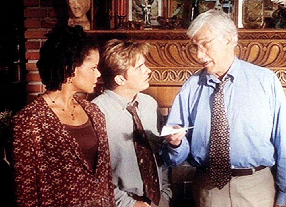 Amanda (Victoria Rowell, l.), Jesse (Charlie Schlatter, M.) und Mark (Dick Van Dyke, r.) haben einen Hinweis, der zum Mörder von Troy Sommers führ... - Bildquelle: Viacom