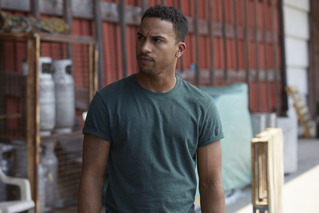 Als Logan (Michael Xavier) beim möglichen Versteck von Malcolm eintrifft, findet er ein Blutbad vor ... - Bildquelle: 2015 She-Wolf Season 2 Productions Inc.