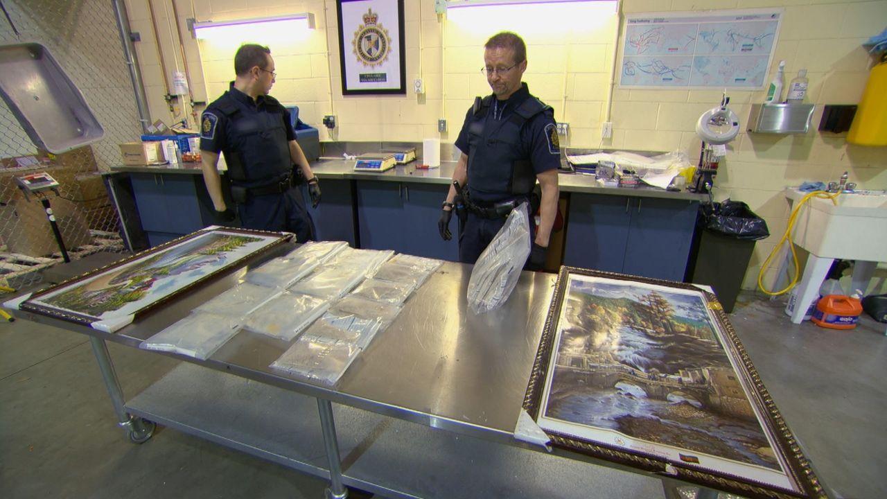 Die Arbeit der Grenzbeamten bei ihrer täglichen Arbeit beim Zoll ist nicht immer angenehm. - Bildquelle: Force Four Entertainment / BST Media 2 Inc.