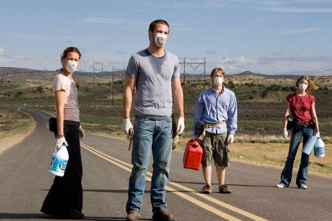 Sie sind auf der Flucht vor einem tödlichen Virus: Danny (Lou Taylor Pucci, 2.v.r.), sein Bruder Brian (Chris Pine, 2.v.l.), dessen Freundin Bobby... - Bildquelle: 2006 Ivy Boy Productions Inc. - All Rights Reserved