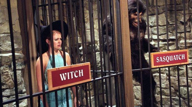 Als Sabrina (Melissa Joan Hart, l.) auf den gutaussehenden Victor hereinfällt...