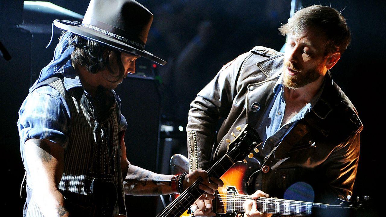 mtv-movie-awards-Johnny-Depp-Dan-Auerbach-von-den-The-Black-Keys-12-06-03-getty-AFP - Bildquelle: getty-AFP