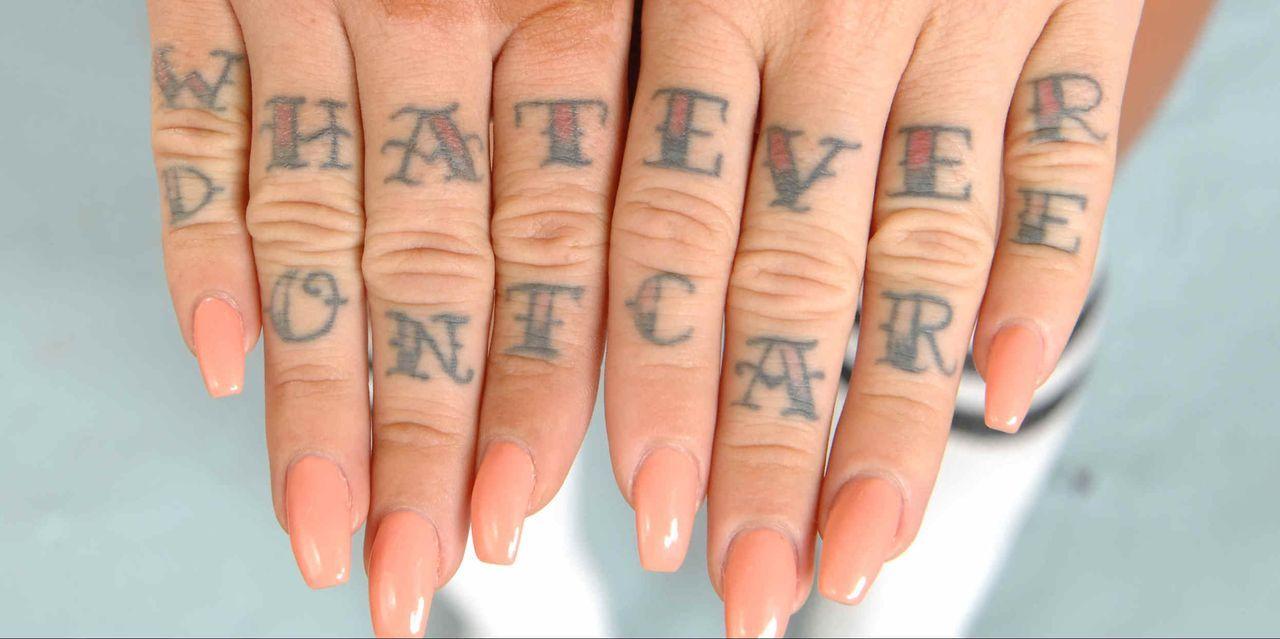 Tattoos von Lusy: Handrücken - Bildquelle: sixx / Stefan Menne